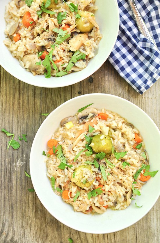 Make a savory, rich, and velvety chicken risotto in seven simple steps. Gluten-free. Ready in forty minutes.